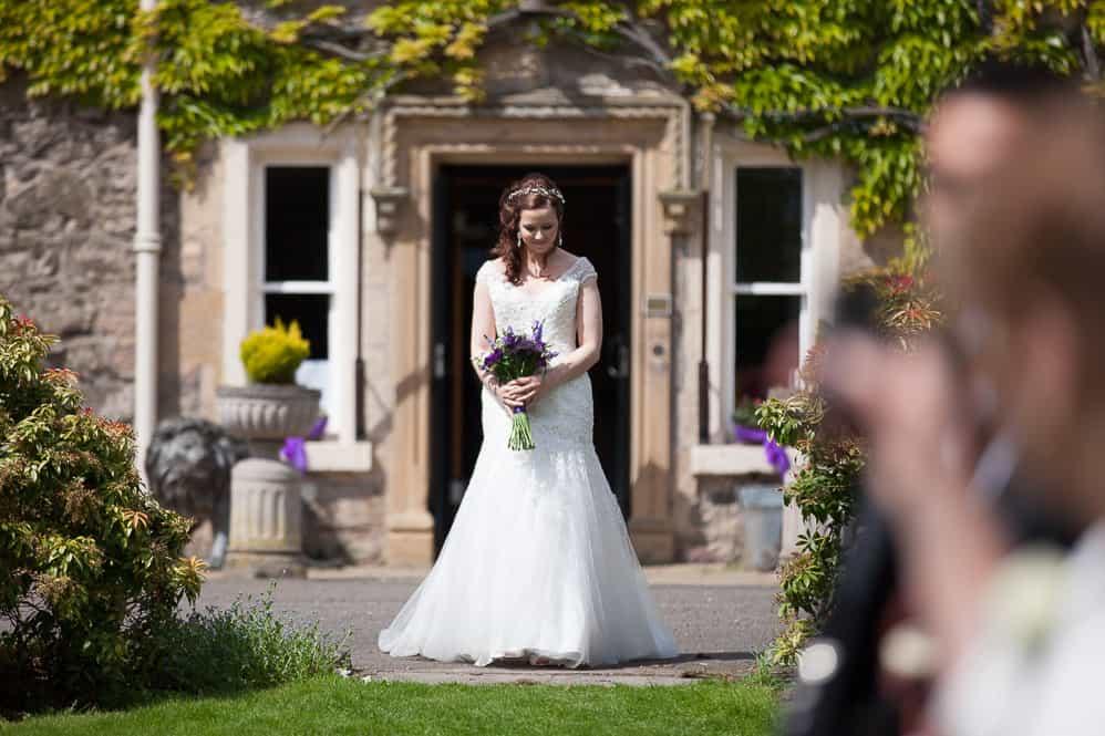 10 bride arriving