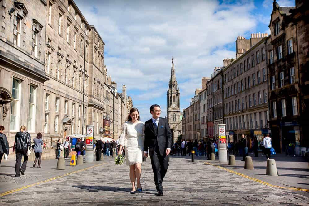 newlywed walking through Edinburgh royal mile
