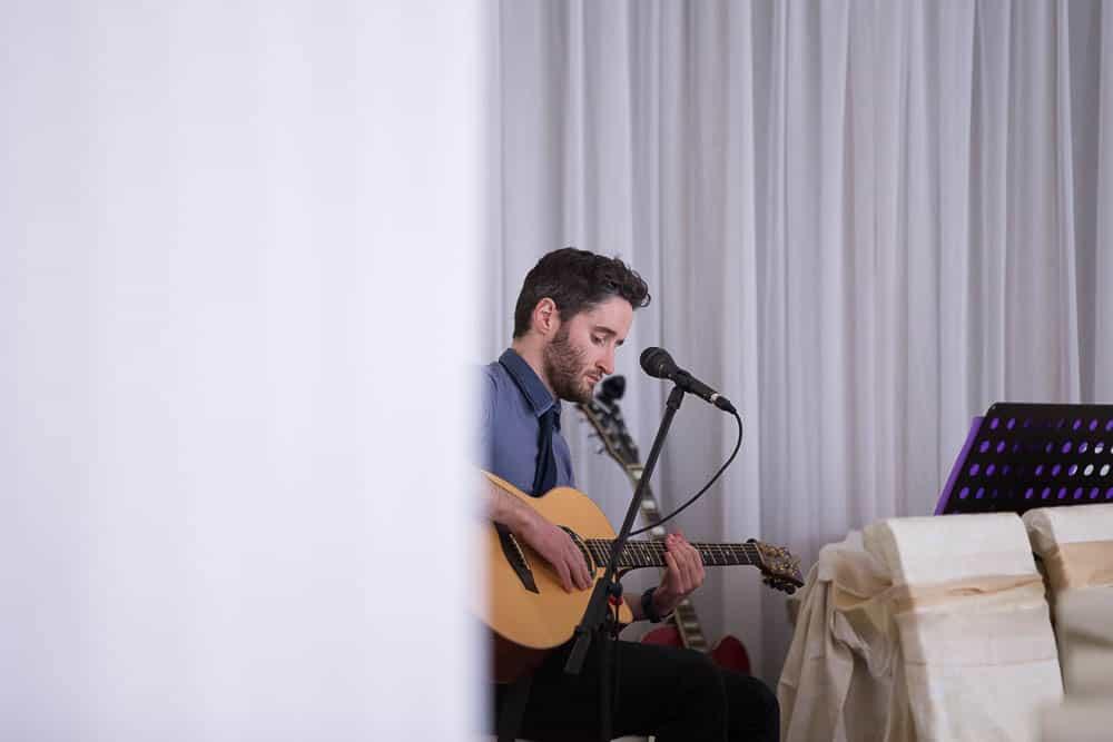 10 guitar player on wedding